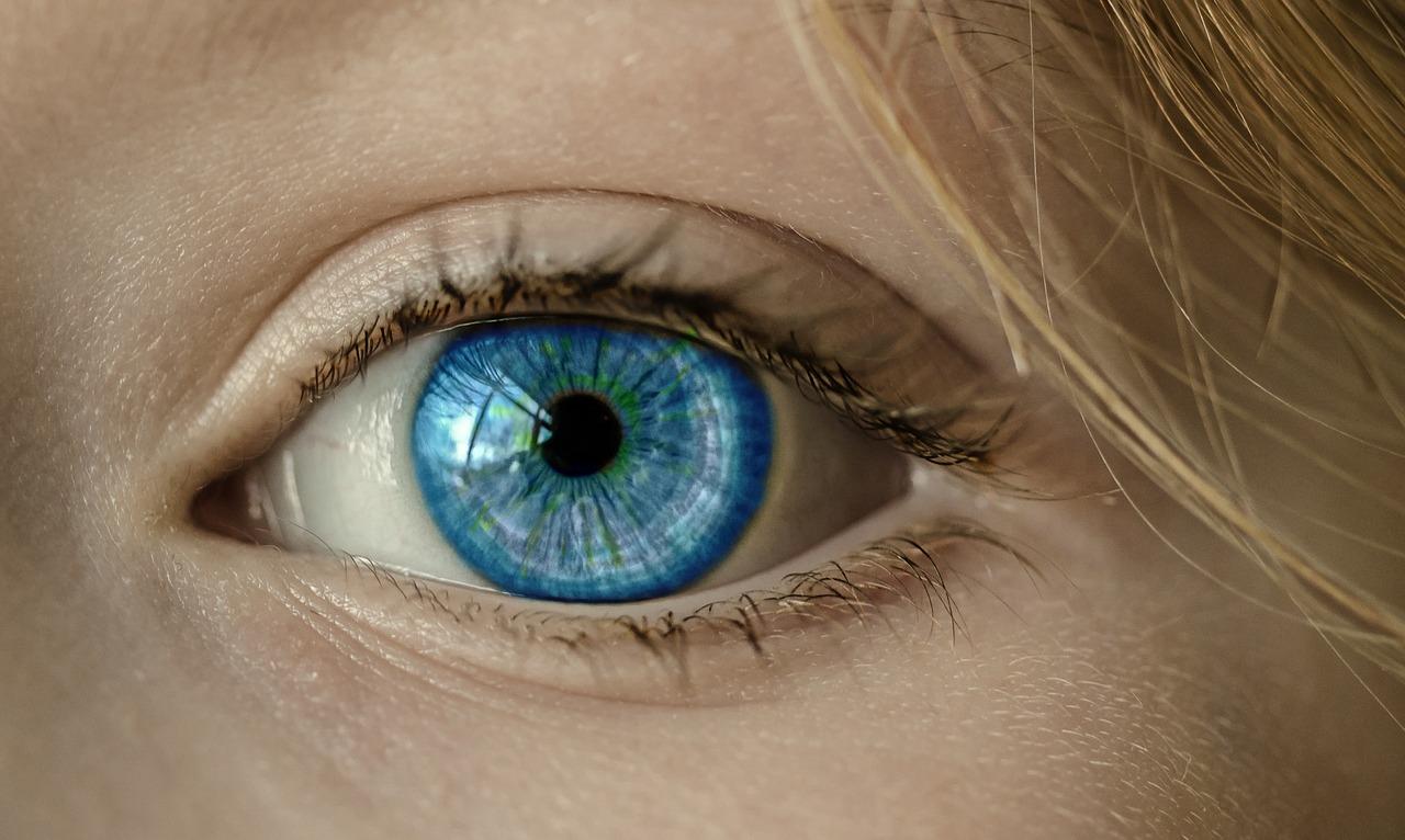 小林幸子の目の眼帯は網膜剥離の手術が原因だった、どんな病気?